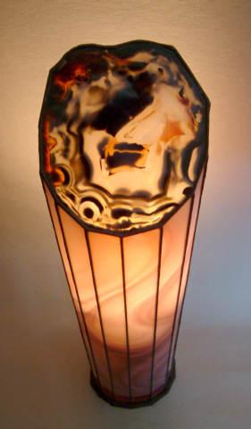 La lampe Bordeaux allumée vue en plongée du haut